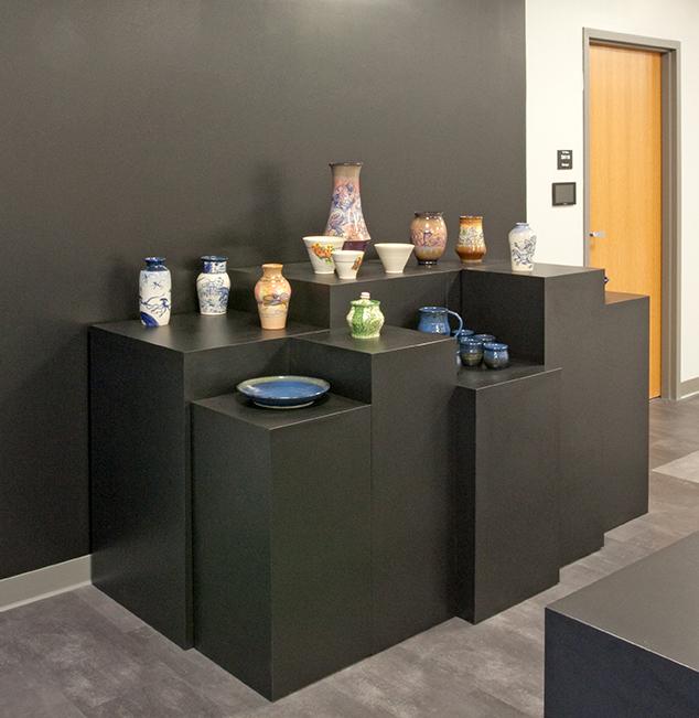 benet-academy-hallway-pottery-lo