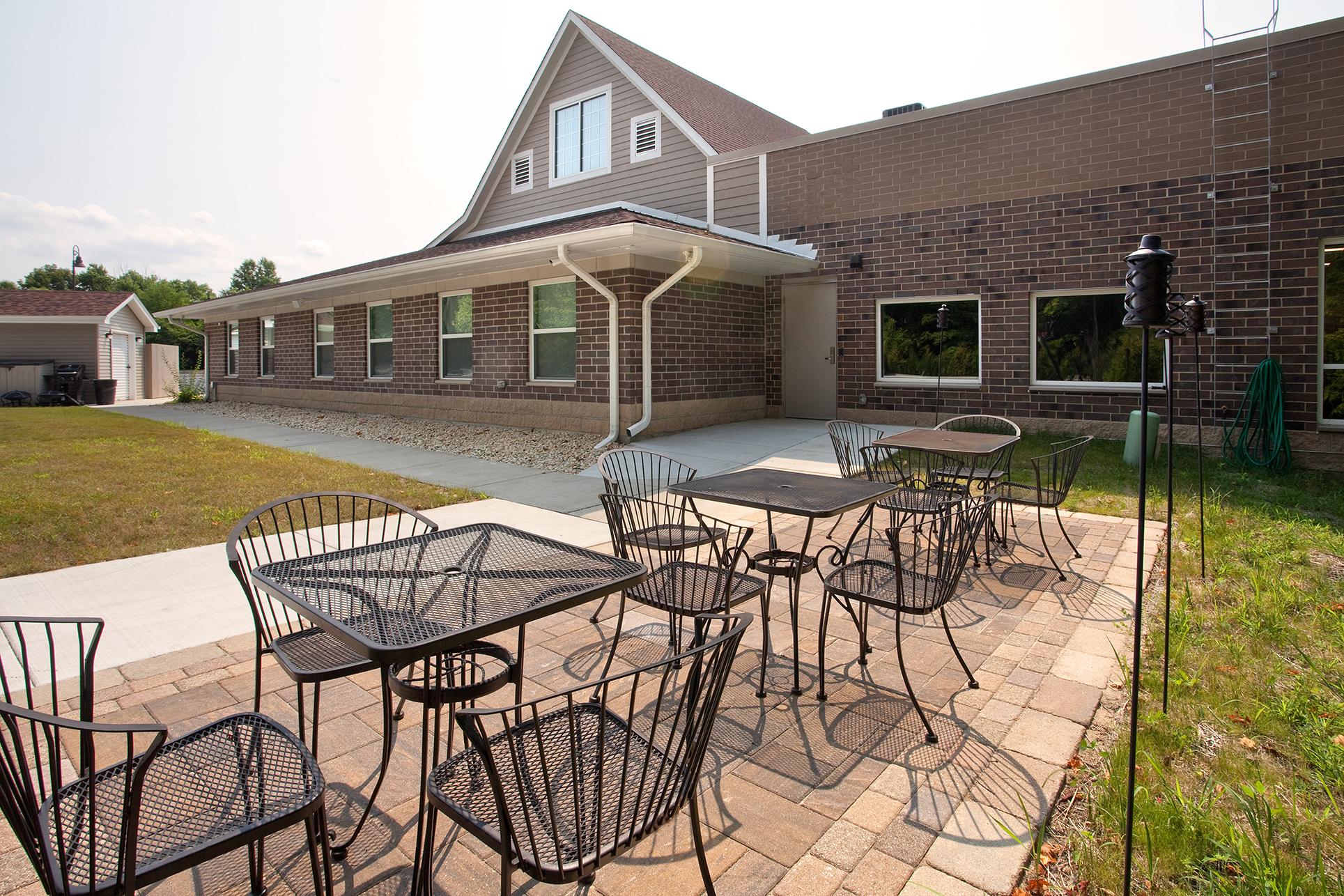 hickory-creek-church-side-patio
